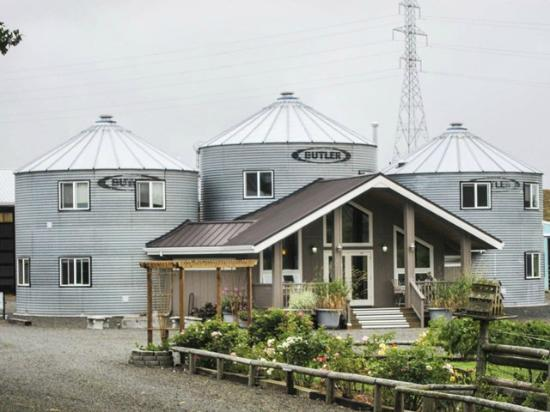 Abbey Road Farm B&B: The Silos