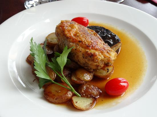 Taylor's Restaurant: Chicken in cider gravy with black Pudding sauted potatoes & fresh vegetables...