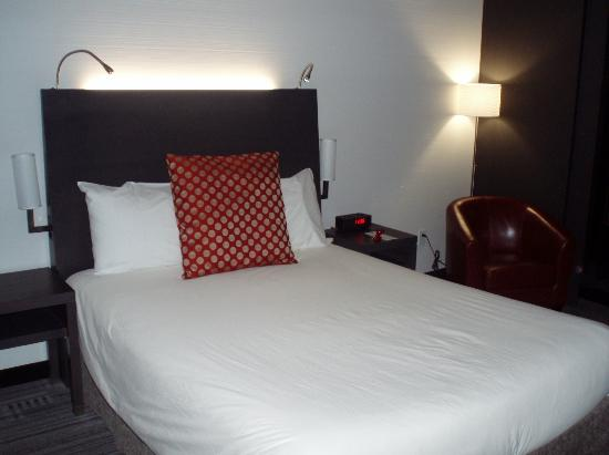 Grand Times Hotel Sherbrooke: Lit double