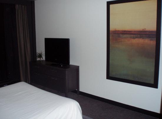 Grand Times Hotel Sherbrooke: TV à écran plât
