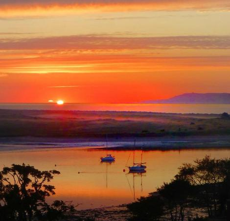 Grand Hotel Malahide: Morning sunrise from our fifth floor room