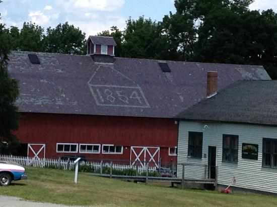 Enfield Shaker Museum: Barn at the Shaker Museum
