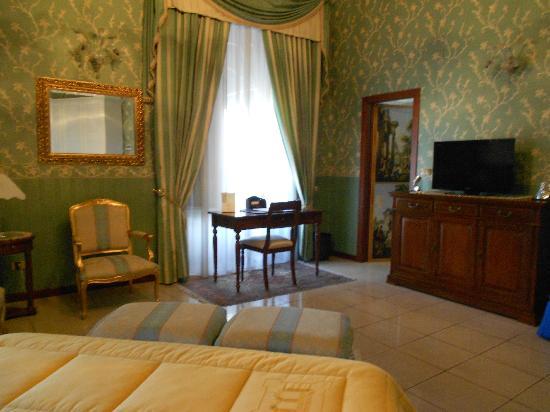 هوتل فيلا روميو: my room 