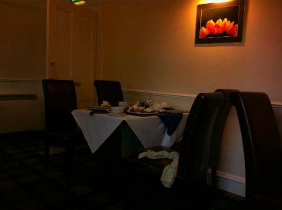Sutherland Inn Hotel : Photo shows breakfast debris