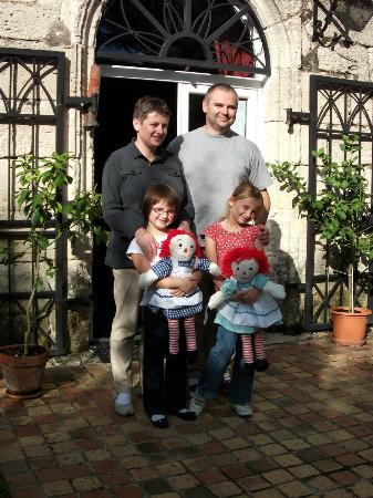 Lagrangette: Pascal and his family at the entrance