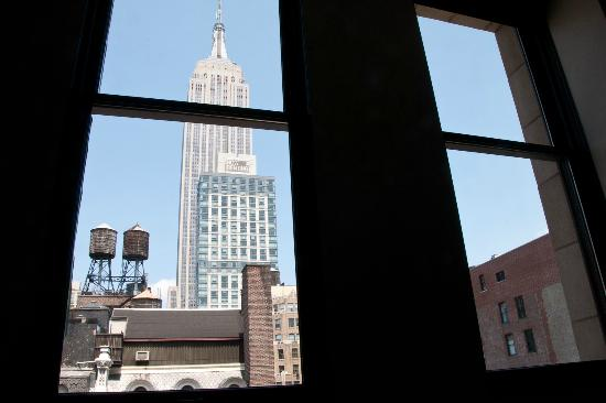 Ace Hotel New York: View from my room on the 9th floor: the Empire State Building.