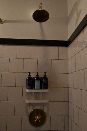 Ace Hotel New York: Shower, with Rudy's Barbershop products.