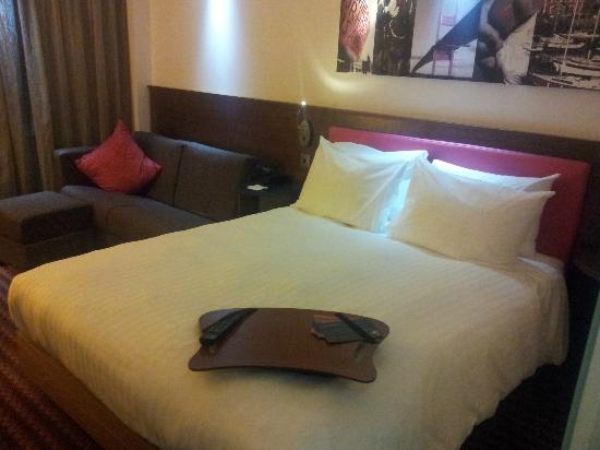 Hampton by Hilton Newport East: Room