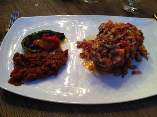 Restorant Uondas: Hirsch T-Bone aus der Region mit Gemüse