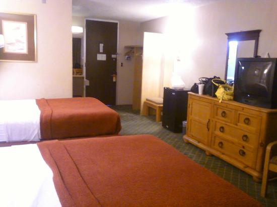 Traveler Inn: View of room