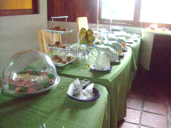 La Casa de Marita: Breakfast buffet