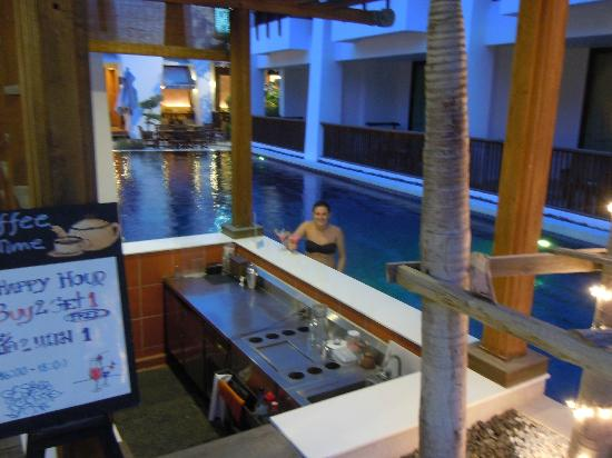 Mantra Resort: Swim up bar early evening