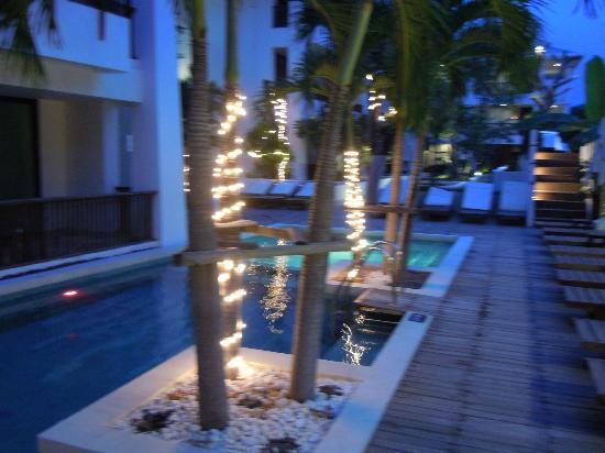 Mantra Resort: Pool at night