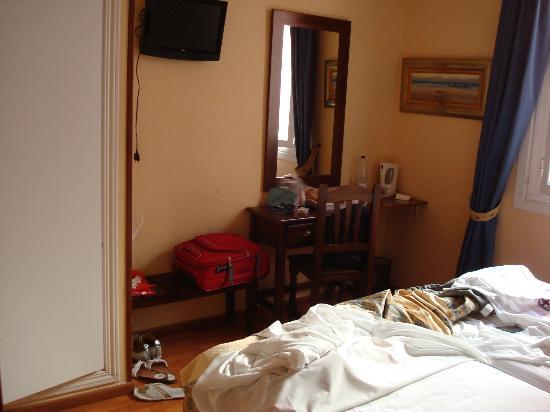 Hostal Gran Duque: Scrivania/angolo