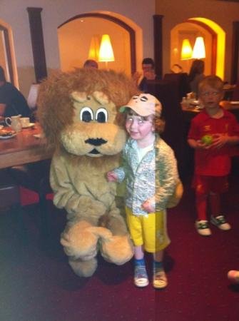 Springhill Court Conference, Leisure & Spa Hotel: Lenny the Lion at Breakfast !