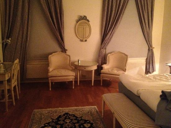 Best Western Hotel Duxiana: Superior room first floor in bldg on opposite side of street from reception