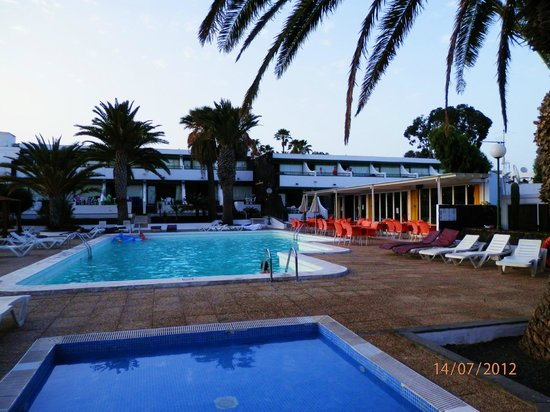 Arena Dorada Apartments: pool