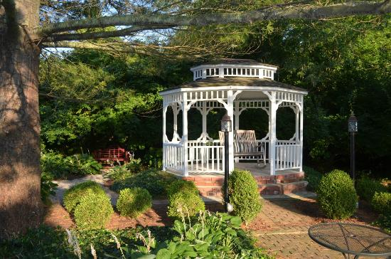 Kirkwood Inn: Gazebo on the beautiful grounds