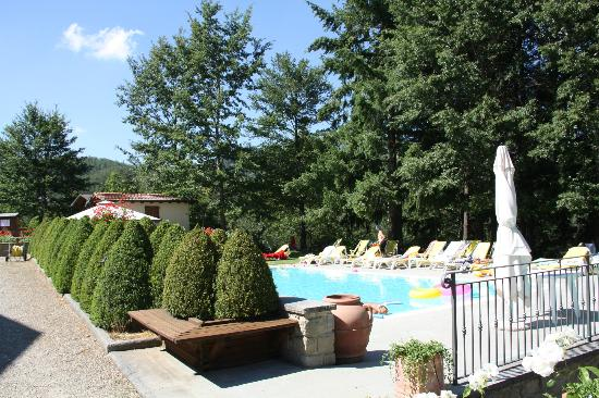Borgo Caiano Residence and B&B: Poolview
