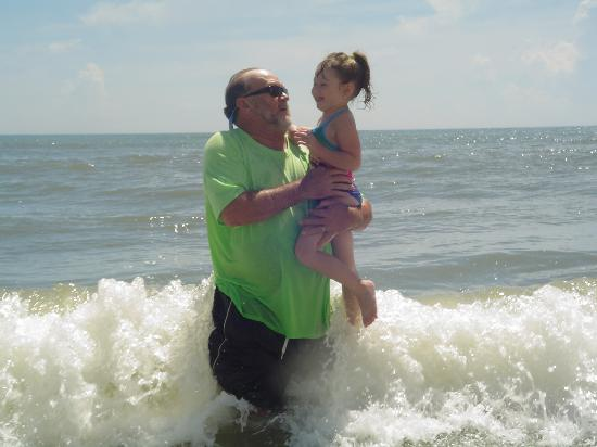 Lexington Inn & Suites: granddaddy and Makenah at the beach