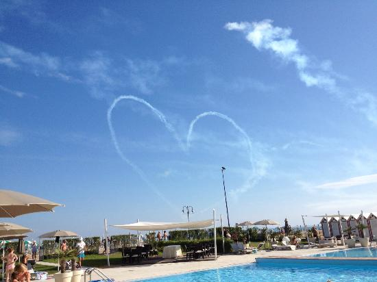 Adriatic Palace Hotel: air show sitting by the pool.