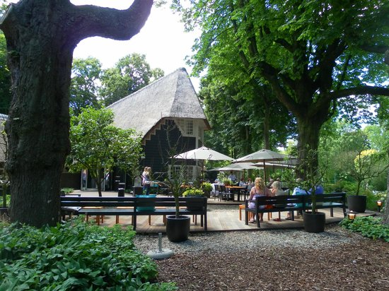 Wilhelminapark: From entrance path - side view
