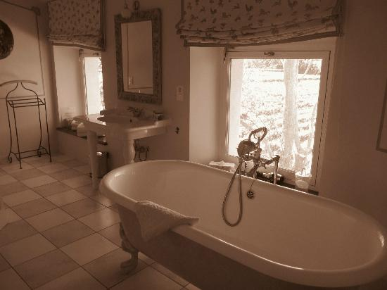 Chateau Talaud : En Suite for teh Cherry Room