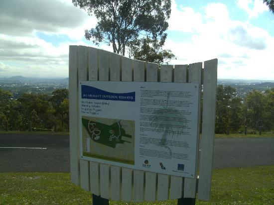 Mount Gravatt Lookout : Destination Signage