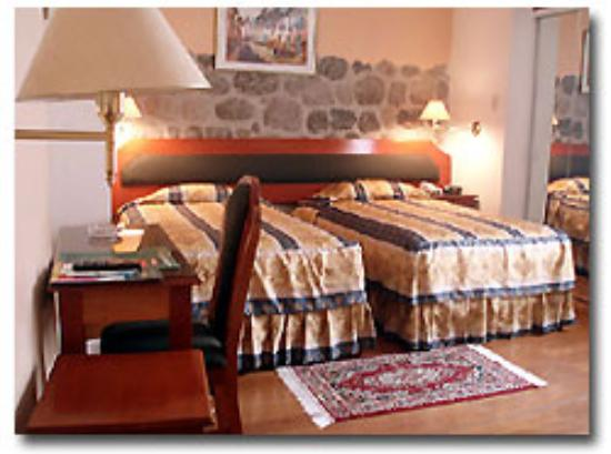 Del Prado Inn: Double Twin Room