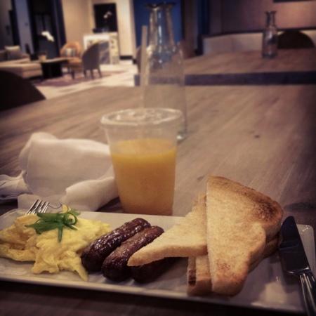 Hyatt Centric French Quarter New Orleans: Complimentary All-American Breakfast @ Powdered Sugar