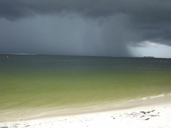 Navy Lodge Pensacola : Rain on the way - beautiful clear turquoise water