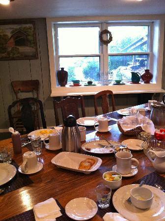 Guesthouse Lost River: Breakfast-room carnage