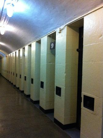 HI Ottawa Jail Hostel: cellules du 6e étage