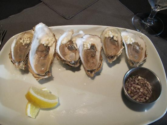 Petite Restaurant : oysters and horseradish pearls
