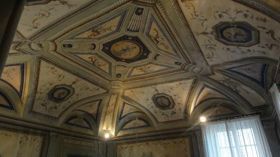 Hotel Bosone Palace: Teto da sala de café da manhã