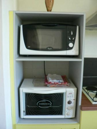 Villas Heol: microwave and small oven