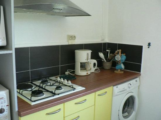 Villas Heol: Kitchen w/coffee maker