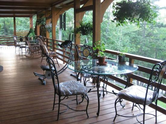 Great Gully Lodge: Balcony off the dining room