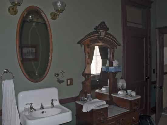 Martin Mason Hotel: Room 11