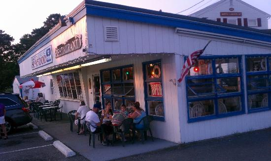 Jerry's Seafood & Dairy Freeze: The place is simple and a good stop