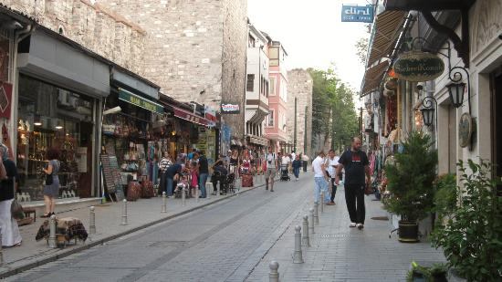 Sirkeci Mansion: The street just outside the hotel - at a busy time of day