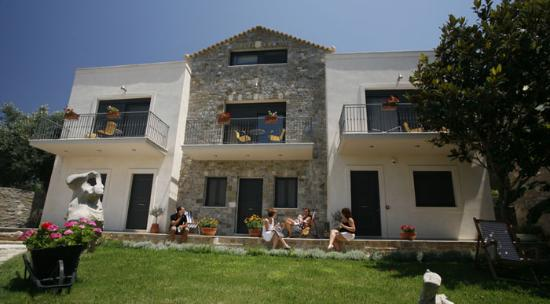 Mylos Apartments