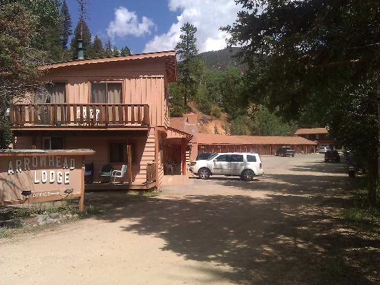 Arrowhead Lodge : Lodge Photo Mid Afternoon