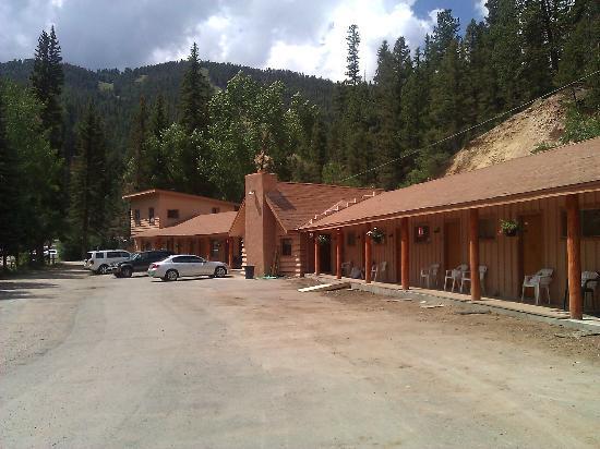 Arrowhead Lodge: Lodge Photo Mid afternoon