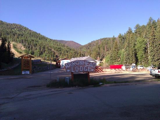 Arrowhead Lodge: Base of Ski Area