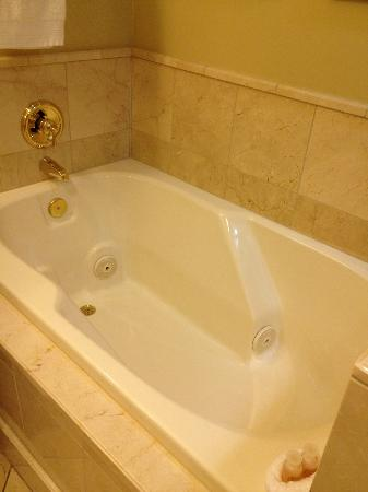 The Carlton Hotel: The relaxing jetting tub