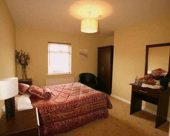 The Mayfly Hotel: Bedroom