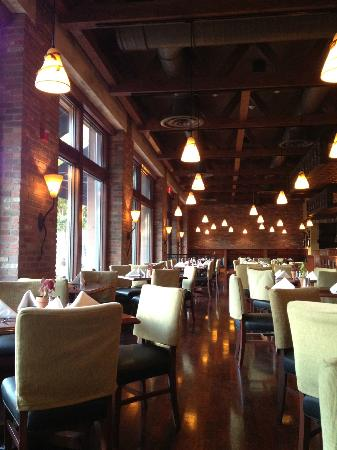 The Carlton Hotel: Dining area at Colby Jacks. Good food, especially the fresh high quality seafood.