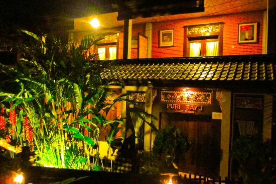 Puri Bayu Guest House: The guesthouse at night... that's our room upstairs!