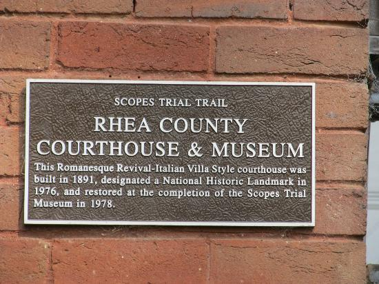 Rhea County Courthouse: Sign of the wall
